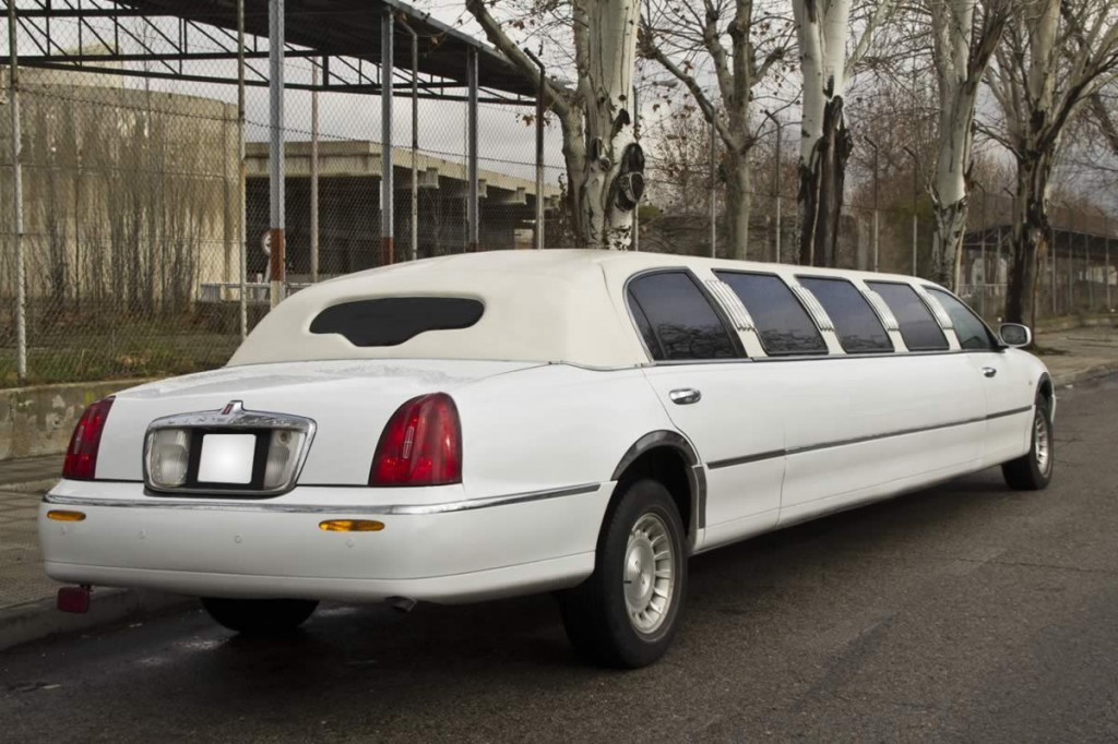 Lincoln Town Car White Uk Limos