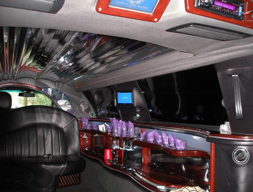 Interior-Lincoln-Town-Car-Interior-gal1