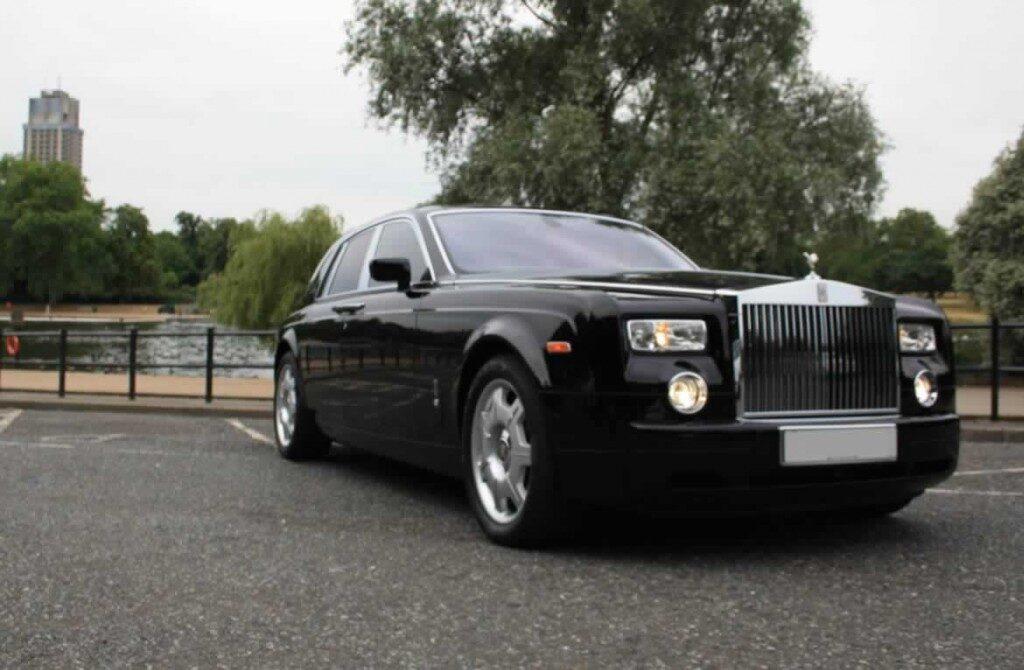 Rolls-Royce-Phantomblack-gal5
