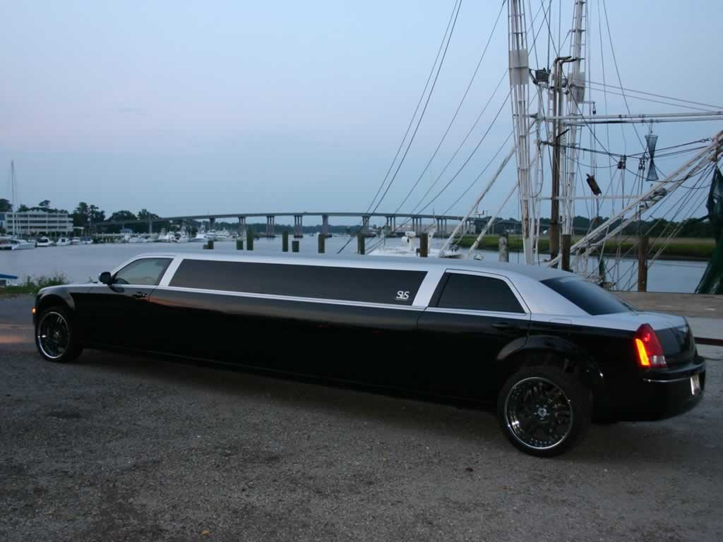 chrysler-300c-limo-silver-black3
