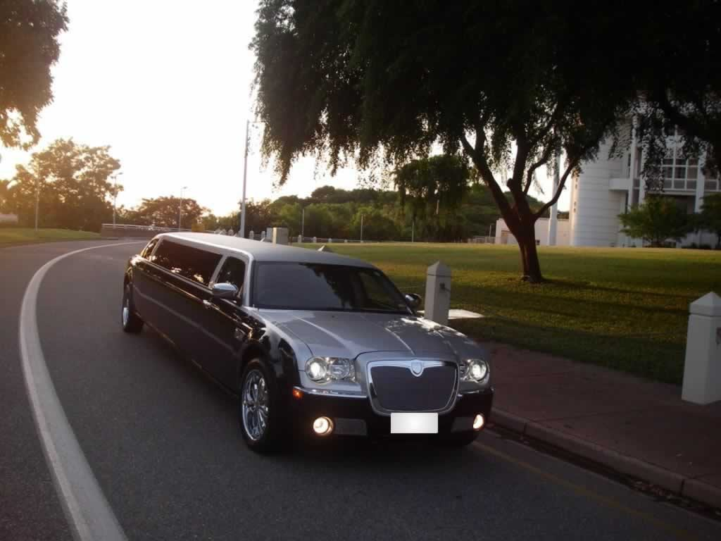 chrysler-300c-limo-silver-black7