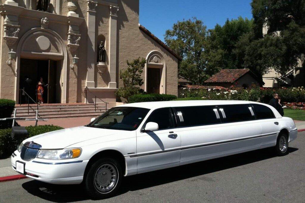 lincoln-limo-bride-church
