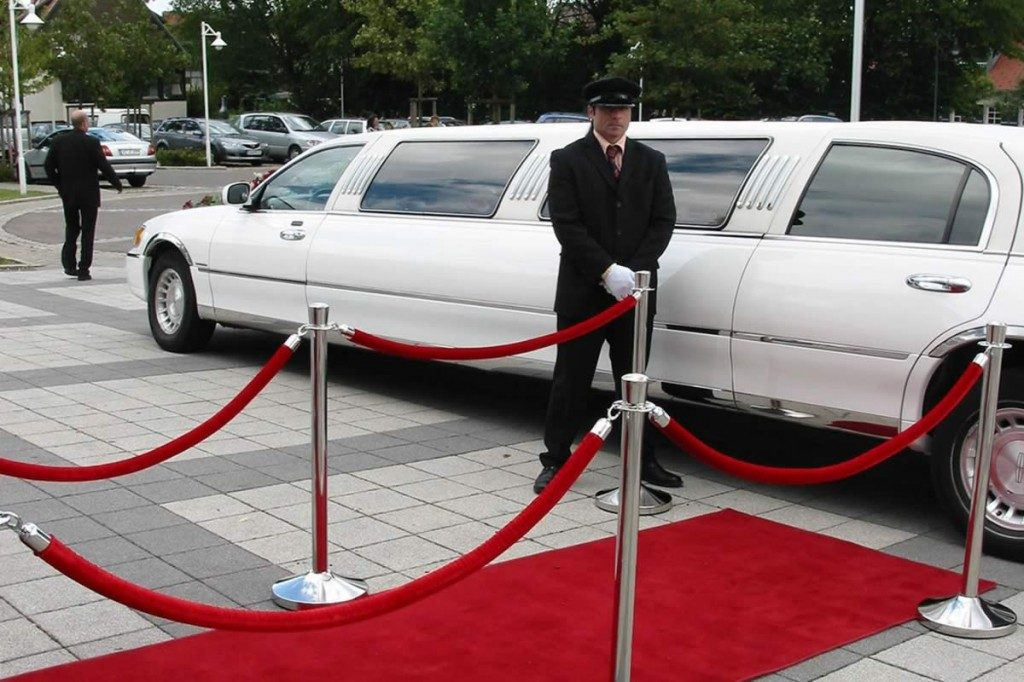 lincoln-limo-chauffeur-red-carpet