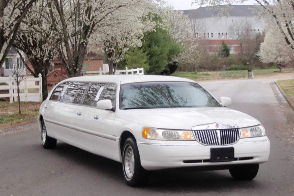 lincoln-limo-cherry-road