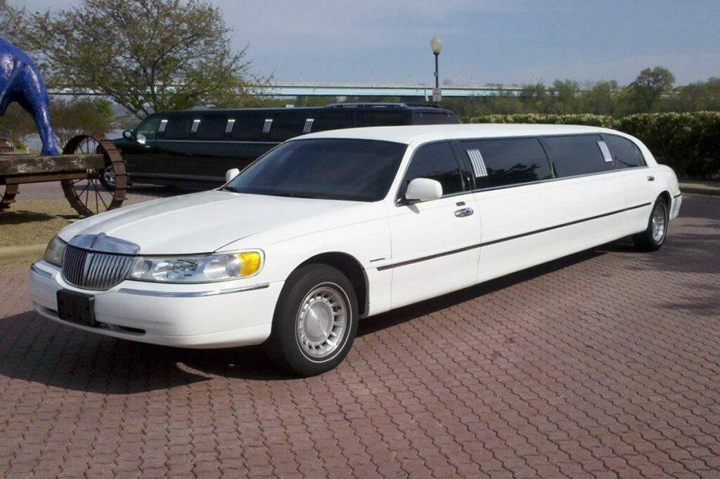 lincoln-limo-white-black