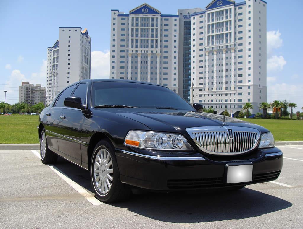 Exterior-Lincoln-Town-Car-Black-gal1