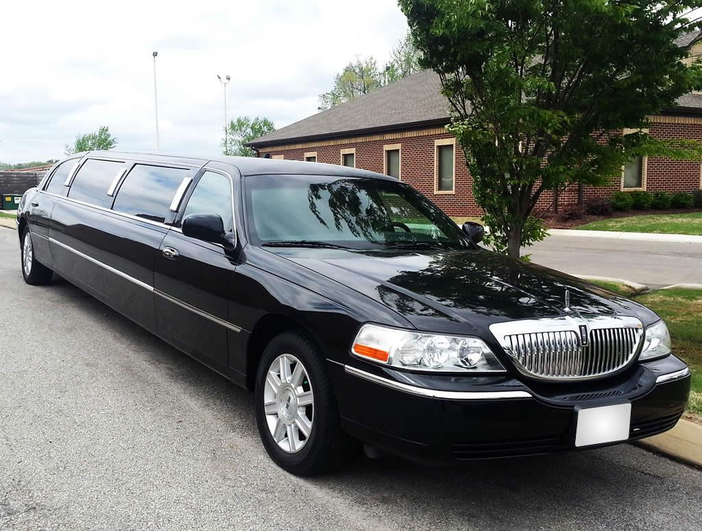 Exterior-Lincoln-Town-Car-Black-gal2