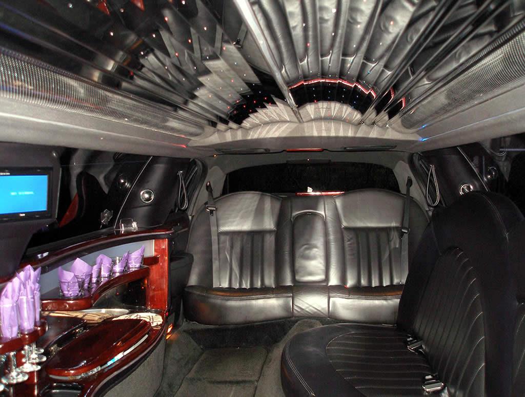 Interior-Lincoln-Town-Car-Interior-gal2