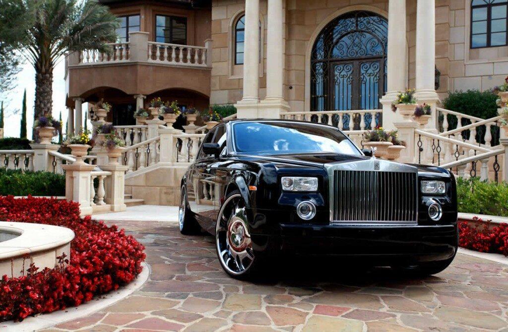 Rolls-Royce-Phantomblack-gal1