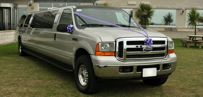 gold-ford-excursion-limo1