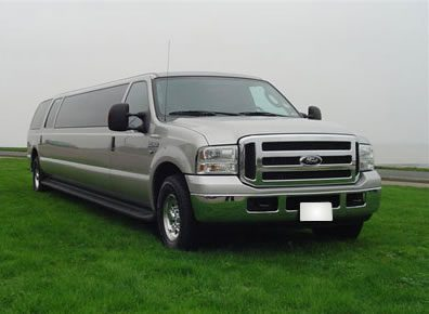 gold-ford-excursion-limo2